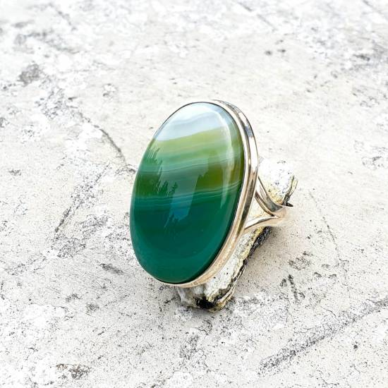 Ring with agate.