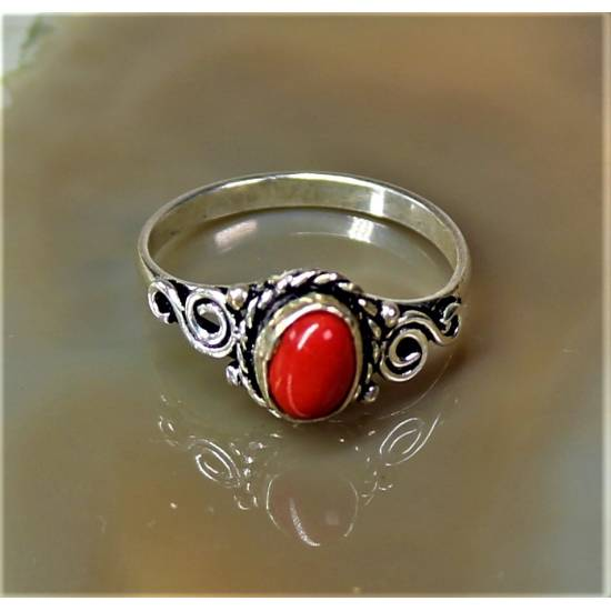 Ring with pressed coral